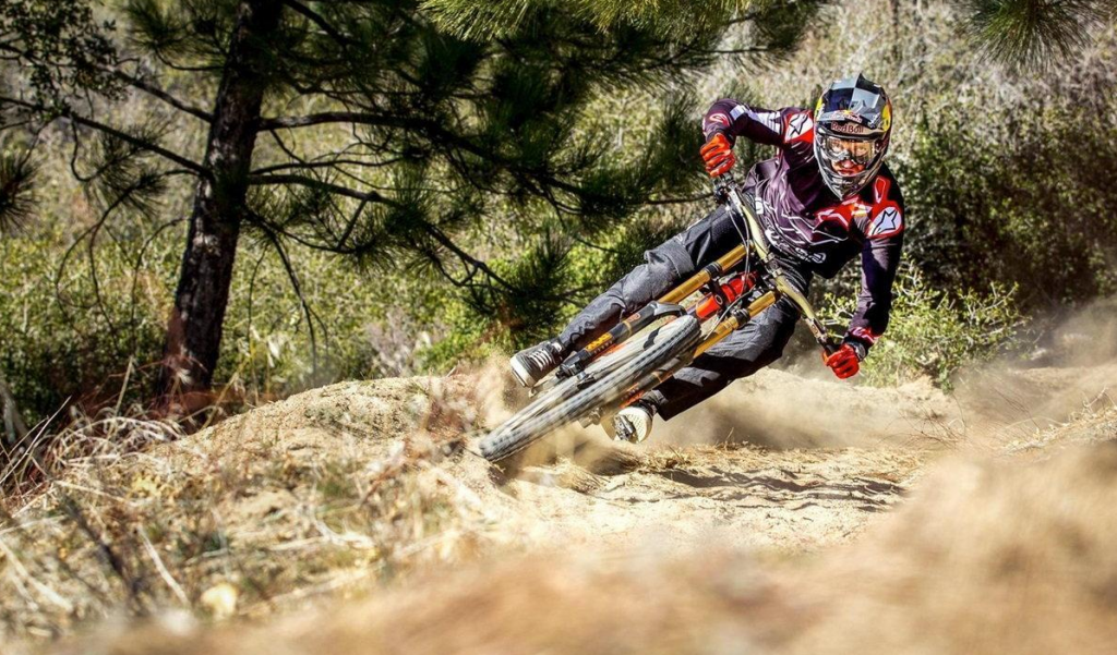 enduro mountain bike racing